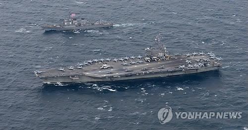 """图为10月在半岛东部海域演习的美国核动力航母""""罗纳德·里根""""号。(韩联社)"""