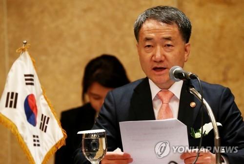 资料图片:韩国保健福祉部长官朴凌厚(韩联社)