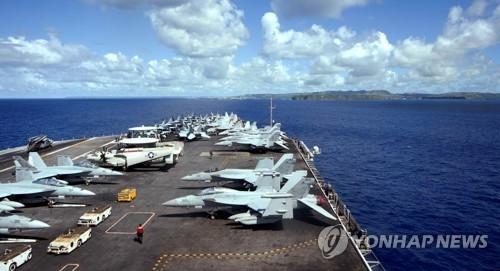 """资料图片:图为美国核动力航母""""西奥多·罗斯福""""号。(韩联社)"""