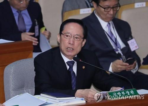 11月13日上午,在韩国国会,宋永武出席预算决算特委会全体会议答议员问。(韩联社)