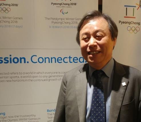 当地时间11月15日,在纽约,都钟焕举行韩国特派记者座谈会介绍冬奥筹备情况。(韩联社)