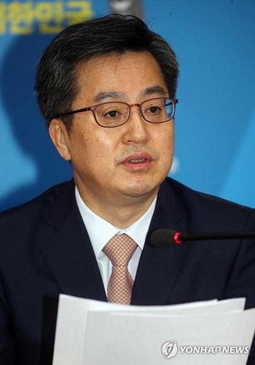 韩副总理金东兖会见中国驻韩大使邱国洪