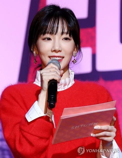 11月16日下午,在首尔江南区SM TOWN,少女时代泰妍在女团Red Velvet第2张专辑发布会上担任主持。(韩联社)