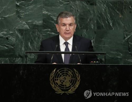资料图片:乌兹别克斯坦总统沙夫卡特·米尔济约耶夫在联合国大会上发表演讲。(韩联社/美联社)