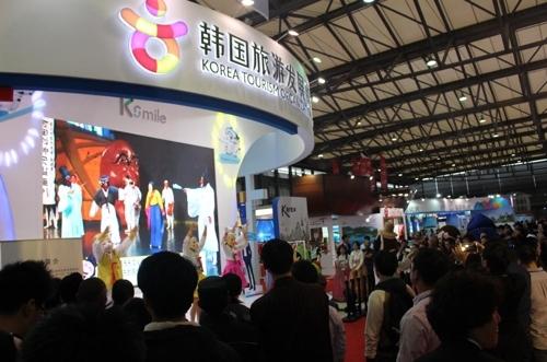 资料图片:中国国际旅游交易会的韩国游展台(韩联社)