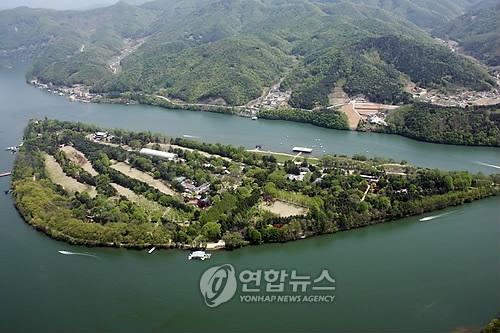 资料图片:春川市南怡岛 (韩联社)
