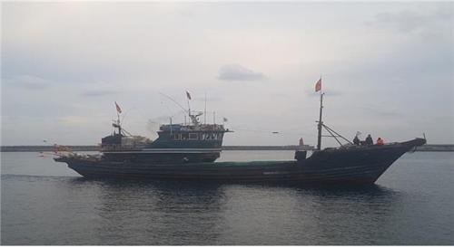 被扣的中国渔船 (韩国海洋水产部提供)