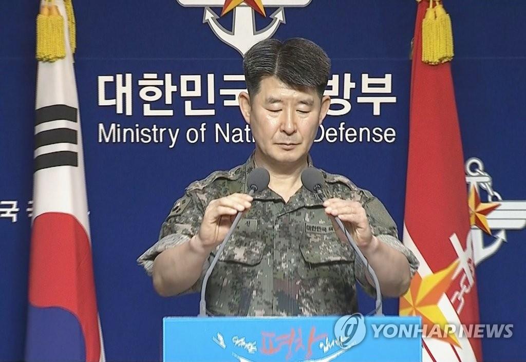 资料图片:韩国联合参谋总部公报室长卢在千发言现场。(韩联社)