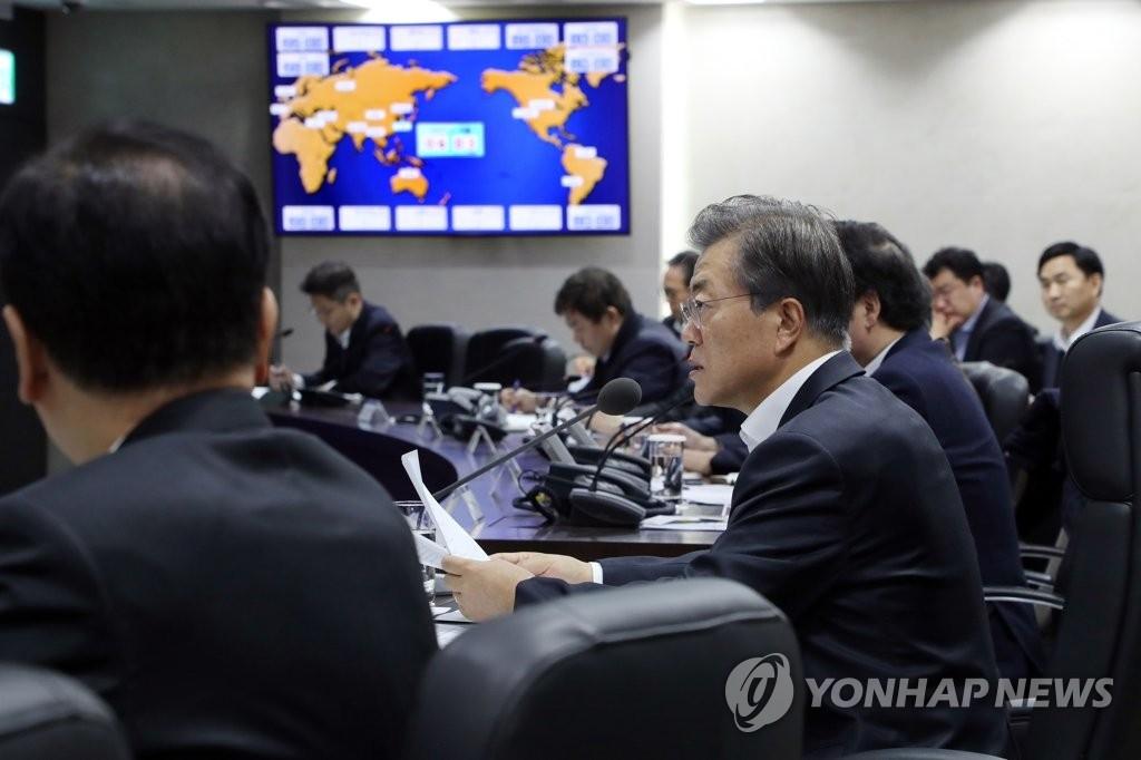 11月29日上午6时,在韩国总统府青瓦台,总统文在寅就朝鲜射弹挑衅主持召开国家安全保障会议全体会议。(韩联社/青瓦台提供)