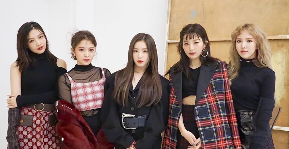 Red Velvet团体照(官方脸谱)