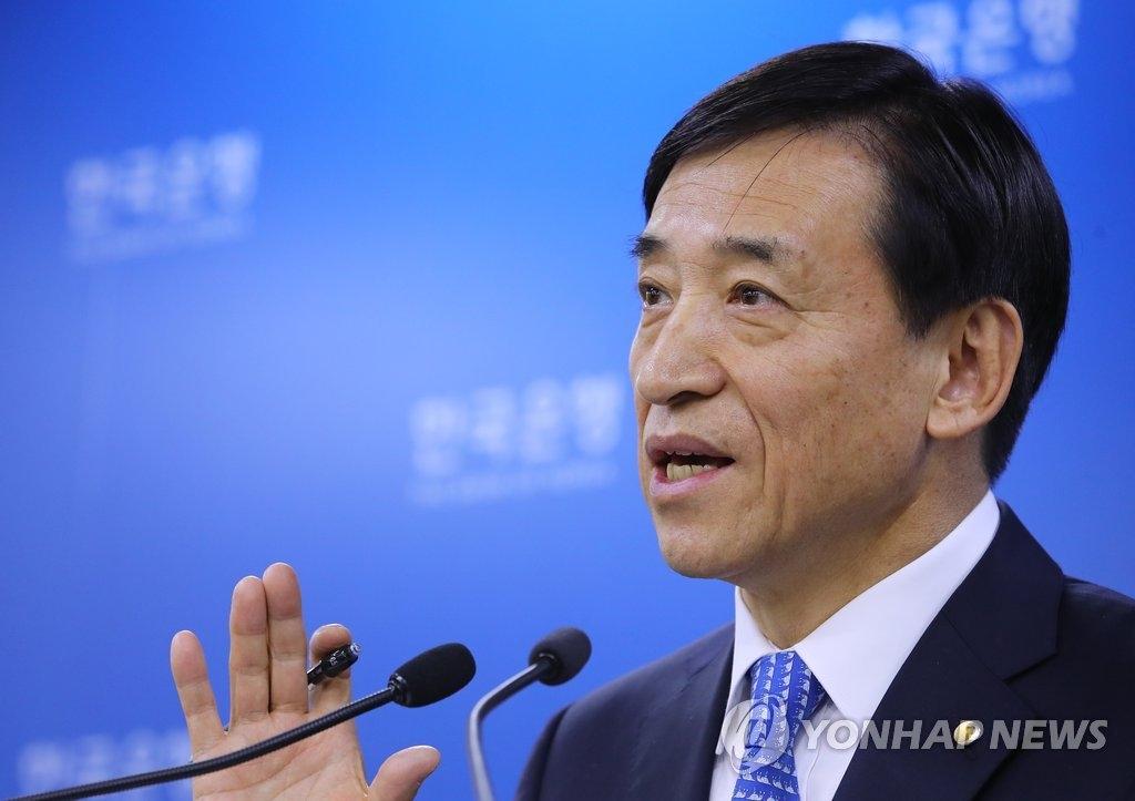 资料图片:11月30日上午,在首尔韩国银行,行长李柱烈在金融货币委员会全体会议后召开记者会。(韩联社)