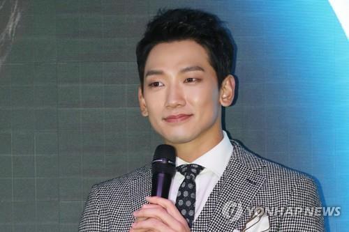 12月1日,在首尔文化娱乐空间Sky Kingdom,RAIN现身迷你专辑《MY LIFE 爱》发售记者会。(韩联社)