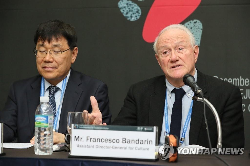 12月4日下午,在济州国际会展中心,联合国教科文组织文化助理总干事弗朗西斯科·班德林出席第12届联合国教科文组织非物质文化遗产政府间委员会会议联合记者会并发言。(韩联社)