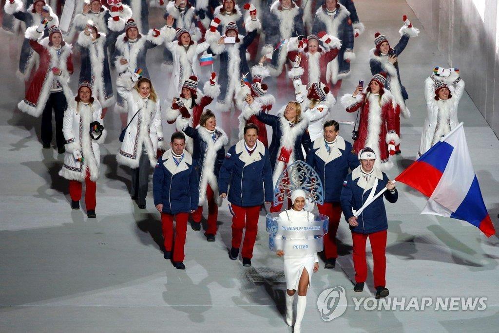 资料图片:2014年2月,在俄罗斯索契冬奥开幕式上,俄罗斯代表团正在入场。(韩联社)