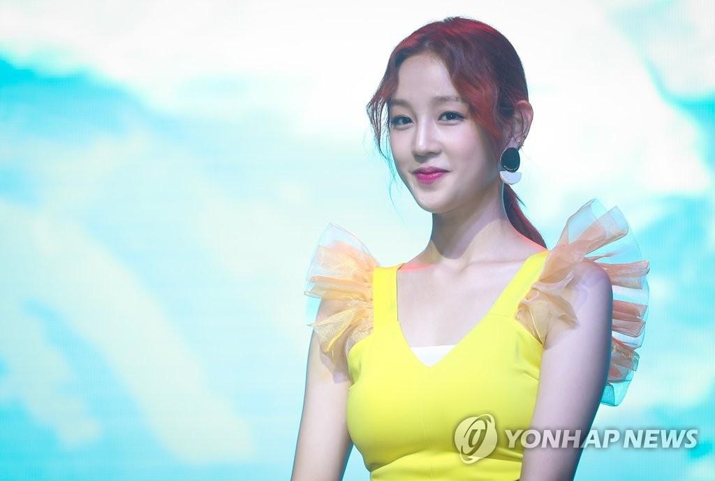 资料图片:歌手朴宝蓝(韩联社)