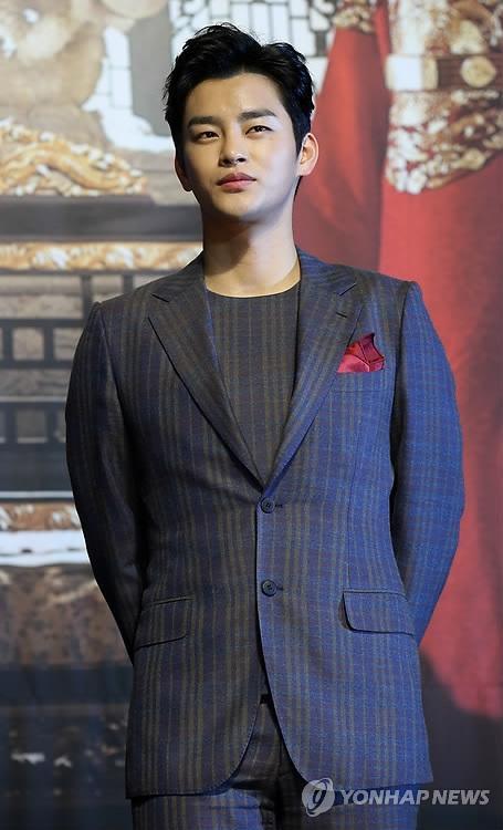 资料图片:歌手兼演员徐仁国(韩联社)