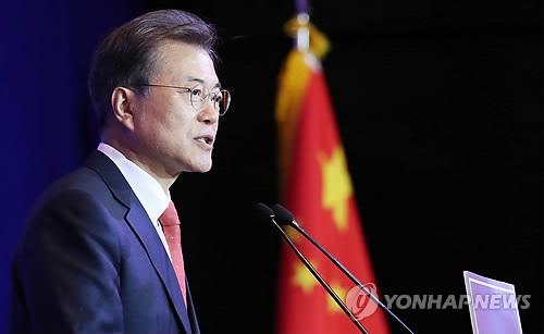 12月13日,在北京,文在寅在在华韩人午餐座谈会上发表演讲。(韩联社)