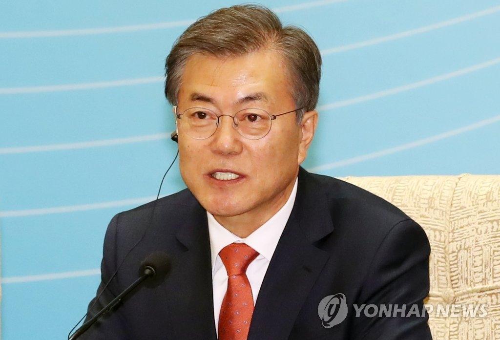 12月13日下午,在北京,文在寅在韩中企业家对话会上发言。(韩联社)