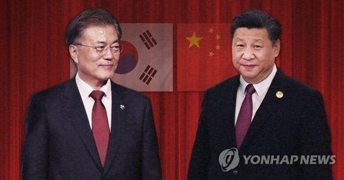 资料图片:韩国总统文在寅(左)和中国国家主席习近平(韩联社)
