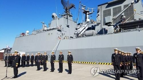 """资料图片:12月11日,韩国海军""""姜邯赞""""号驱逐舰停靠日本港口。(韩联社)"""