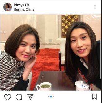 金软景(右)晒与宋慧乔的合影。(金软景Instagram)