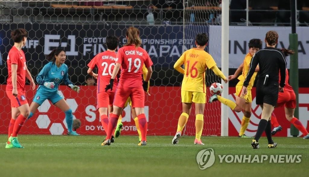 12月15日,在日本千叶举行的东亚杯女足第三轮比赛上,韩国对阵中国。(韩联社)