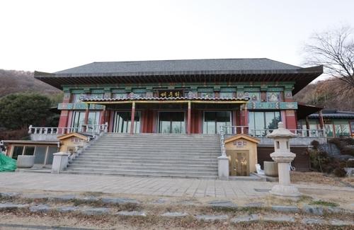 留宿游客的金刚精寺(韩联社记者成演在摄)