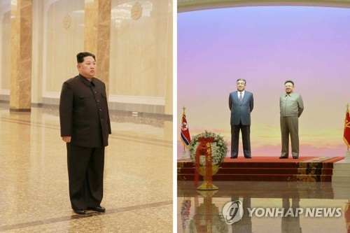 据朝鲜党报《劳动新闻》12月18日报道,金正恩17日参谒太阳宫。图片仅限韩国国内使用,严禁转载复制。(韩联社)