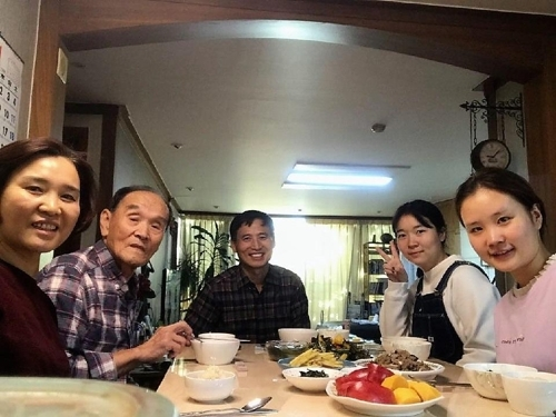 中国大学生寄宿韩国家庭日常照(庆大国际教育院提供)