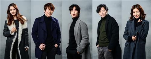 左起依次为演员李多海、柳秀荣、安偶然、裴秀彬、尹世雅。(韩联社/SBS电视台提供)