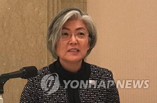 12月20日,在东京,韩国外交部长官康京和与驻日记者座谈。(韩联社)