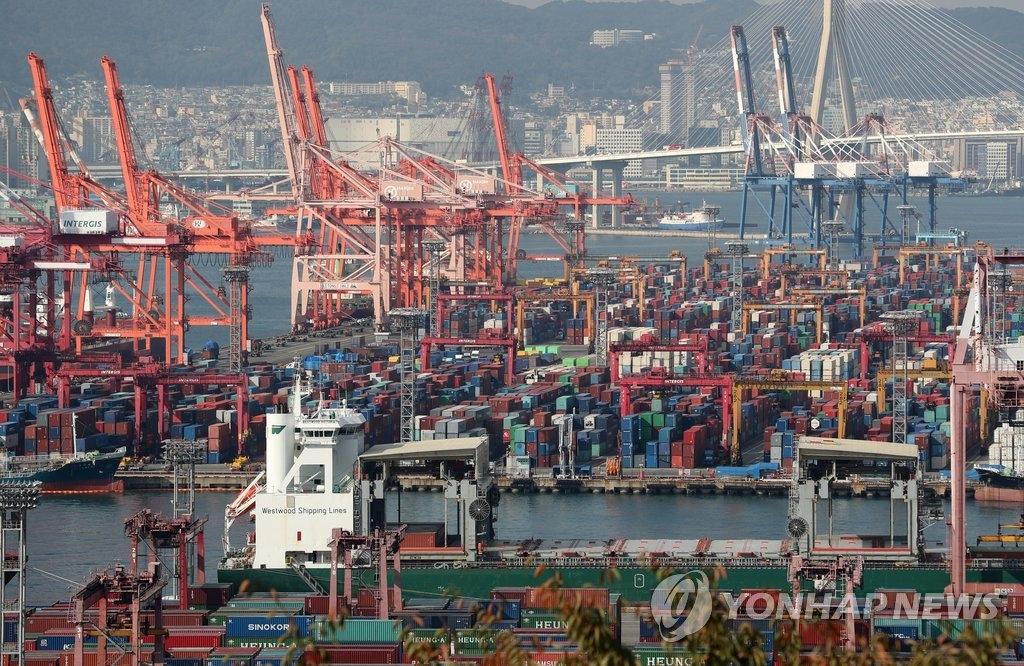 资料图片:釜山港神仙台码头和戡蛮码头(韩联社)
