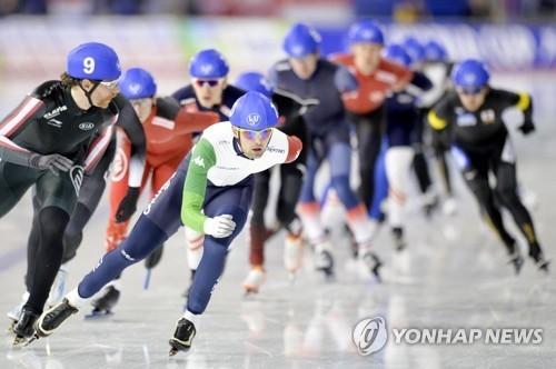 资料图片:国际滑联速滑世界杯集体出发赛现场照(韩联社/欧新社)