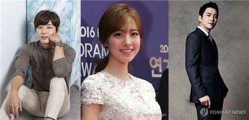 左起尹施允、陈世妍、朱相昱。(韩联社/MOA娱乐提供)
