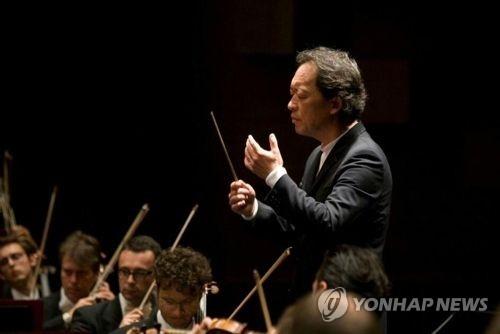 资料图片:韩国著名指挥家兼钢琴家郑明勋(韩联社)
