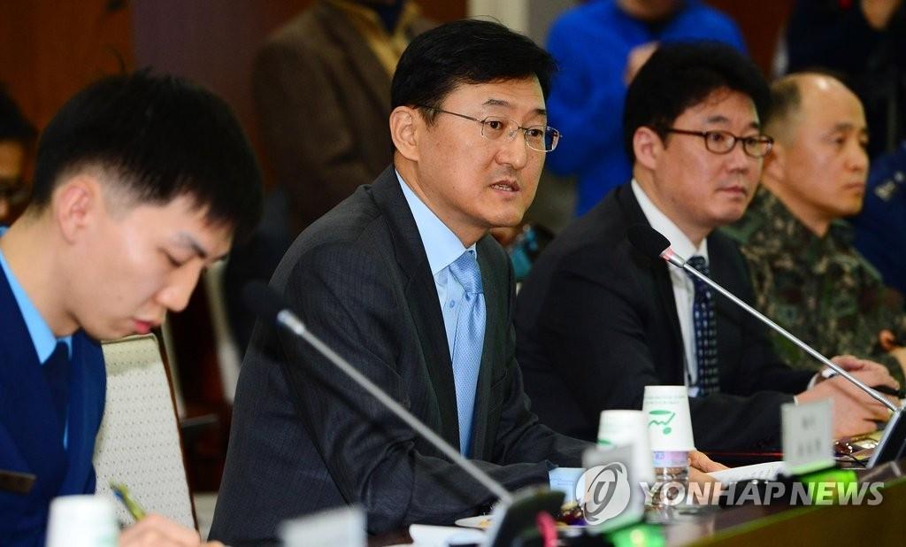 资料图片:韩国外交部次官补尹淳九(左二,韩联社)