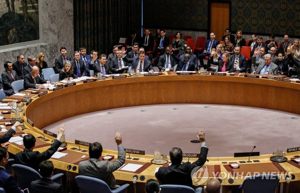 资料图片:当地时间12月22日,在纽约联合国总部,联合国安理会召开紧急会议,15个理事国全票通过涉朝新决议。图为联大表决现场。(韩联社/法新社提供)