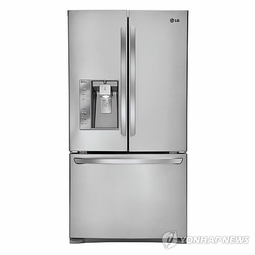 资料图片:LG电子法式三开门冰箱 (韩联社)