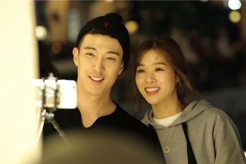 资料图片:姜景晙(左)和张伸瑛(韩联社/SBS提供)