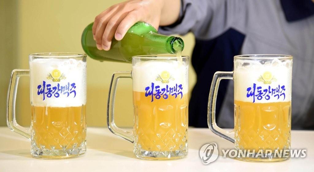 资料图片:大同江啤酒(韩联社)