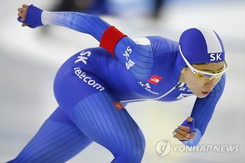 资料图片:2017年11月10日,李相花参加2017/2018赛季国际滑联短道速滑世界杯第一站女子500米项目比赛。(韩联社/美联社)