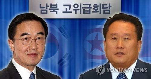 资料图片:韩国统一部长官赵明均(左)和朝鲜祖国和平统一委员长李善权(韩联社)