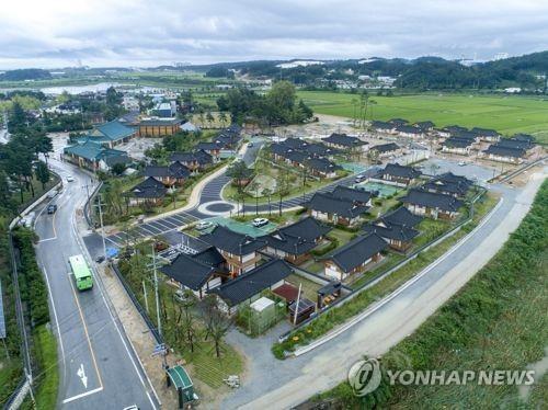 资料图片:江陵乌竹韩屋村(韩联社)
