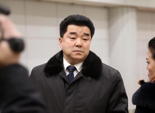 1月16日,朝鲜体育相兼民族奥林匹克委员会委员长金一国抵达北京。(韩联社)