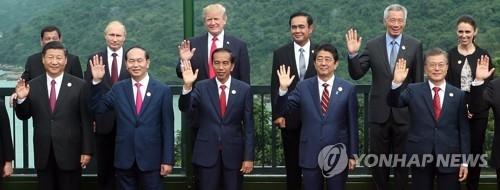 资料图片:2017年11月出席亚太经合组织岘港峰会的各国首脑(韩联社)