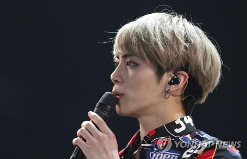 资料图片:SHINee成员钟铉生前照(韩联社)