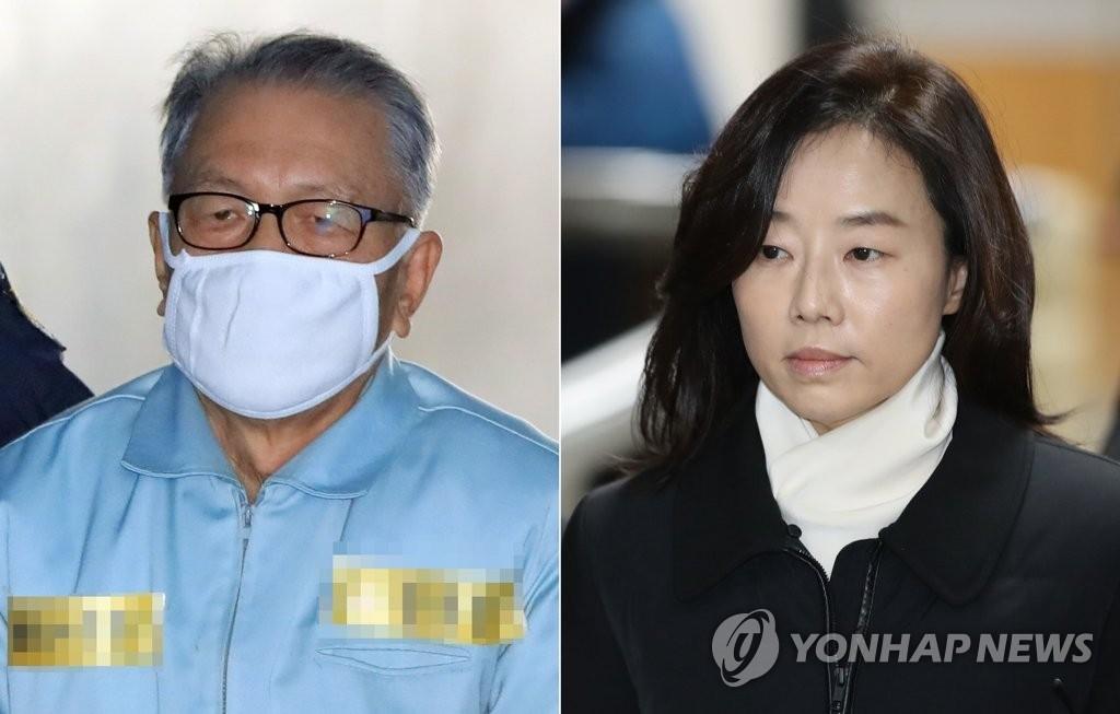 1月23日,在首尔高等法院,朴槿惠政府幕僚长金淇春(左)和前文体部长赵允旋出庭。(韩联社)