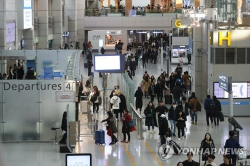 资料图片:仁川国际机场第一航站楼候机大厅 (韩联社)