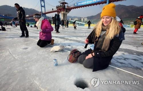 图为专门为外国游客打造的钓鱼场。(韩联社)