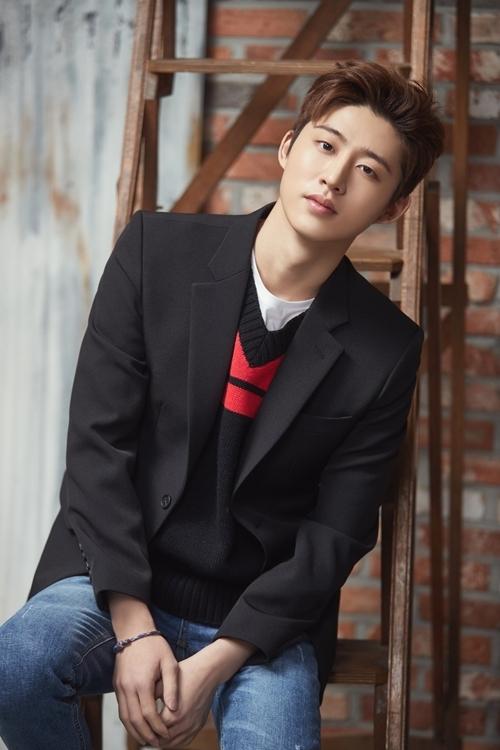 iKON成员B.I(韩联社/YG娱乐提供)